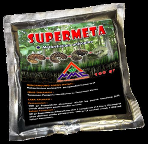 SUPERMETA (MOSA META) adalah agens hayati pengendali hama yang mengandung bahan aktif Metarhizium anisopliae. Bahan aktif tersebut merupakan jamur entomopatogen, yakni jamur yang bersifat patogen pada larva serangga tertentu yang merupakan hama bagi tanaman. SUPERMETA (MOSA META) efektif untuk mengendalikan : 1. Larva Kumbang Tanduk / Oryctes rhinoceros yang menyerang kelapa, kelapa sawit, dan salak. 2. Uret / Lepidiota stigma yang menyerang tebu, singkong, pepaya, palawija, dan sayuran. 3. Puthul / Phyllophaga Hellery pada tanaman padi dan palawija. Bahan aktif Metarhizium anisopliae menghasilkan cyclopeptida, destruxin A, B, C, D, E dan desmethyl destruxin B. Efek destruxin berpengaruh pada organela sel target, menyebabkan paralisis sel, kelainan fungsi lambung tengah, tubulus malphigi, hemocyt, dan jaringan otot. 0 hari 4 hari 7 hari 14 hari Mekanisme pengendalian serangga melalui empat tahapan : 1. Inokulasi / kontak konidia pada tubuh serangga 2. Penempelan dan perkecambahan pada integumen serangga, dengan bantuan kelembaban udara. 3. Penetrasi menembus integumen dengan mekanis dan kimiawi yaitu mengeluarkan enzim dan toksin. 4. Destruksi / perusakan pada titik penetrasi dan menembus haemolimfa, cairan tubuh habis diserap jamur Metarhizium anisopliae, hingga serangga mati dengan tubuh kering.